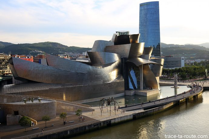 bilbao-guggenheim-architecture-exterieure-blog-voyage-trace-ta-route-10-690x460